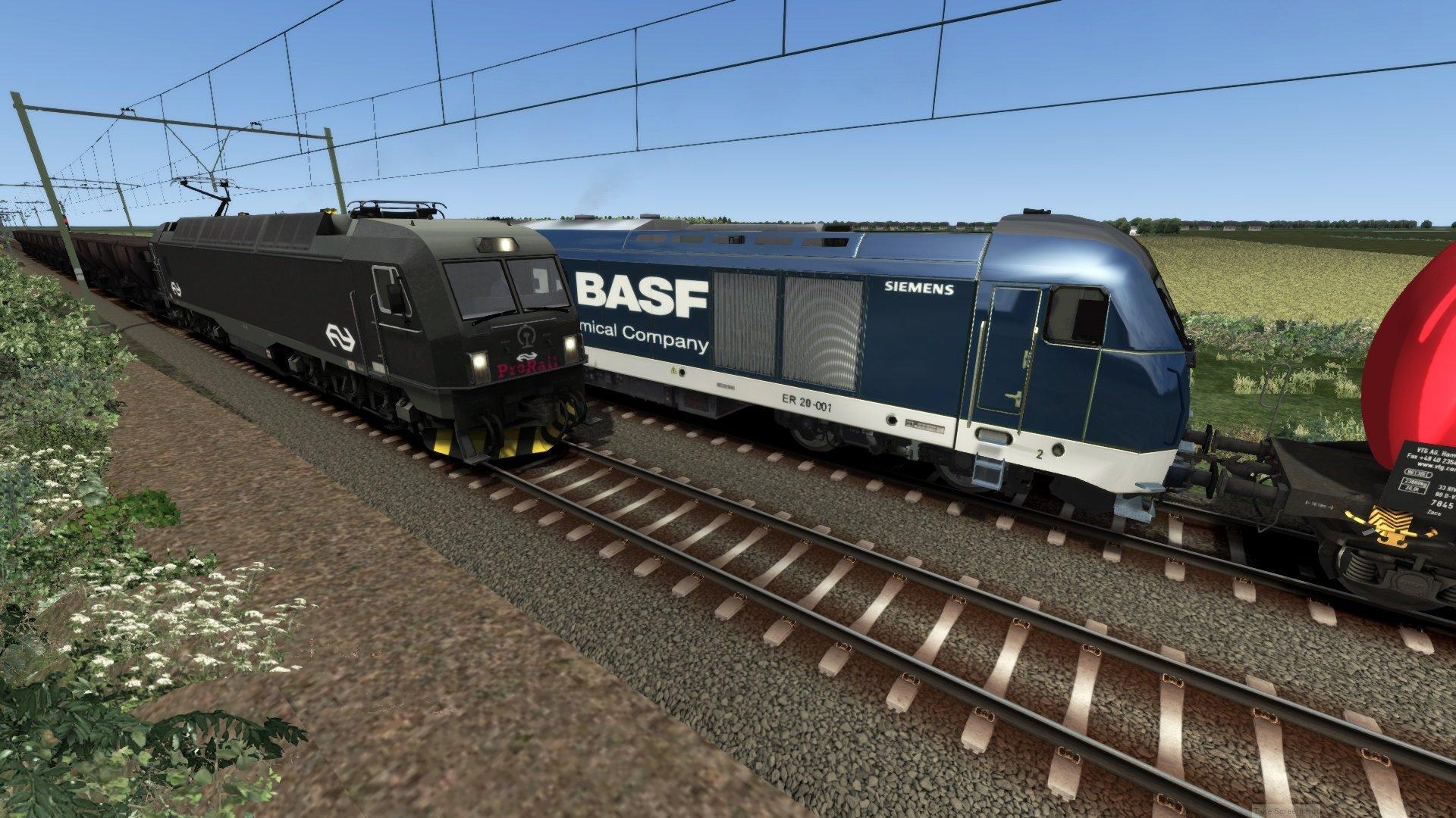 Pro Rail passeert een BASF trein nabij de mallardviaduct